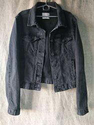 Классическая Черная джинсовая куртка джинсовка Pull&bear. коттон.