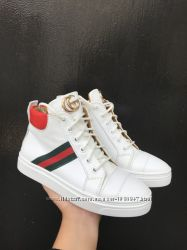 Кожаные высокие кеды на шнурках цвета