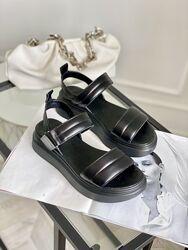 Новые кожаные босоножки Чорні босоніжки з натуральної шкіри
