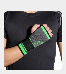Эластичный трикотажный лучезапястный бандаж  для кисти руки с фиксатором