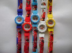 Очень красочные детские часы тачкиассортимент