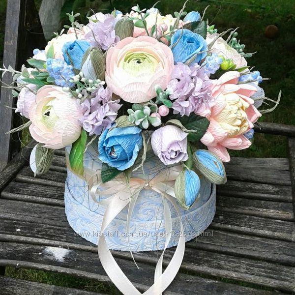 Букет цветов с конфетами раффаэлло в шляпной коробке