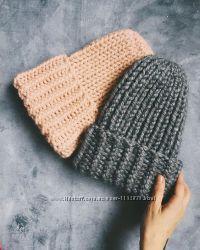 Объемная шапка из шерсти альпака грубой вязки. Шапочка бини с подворотом