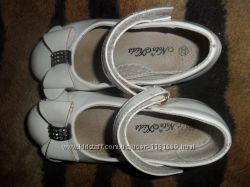 Нарядные лаковые туфельки для девочки