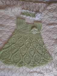 Вязаное платье и повязка для девочки
