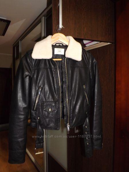 Продам кожаную кожзам куртку фирмы BERCHKA на размер XS.