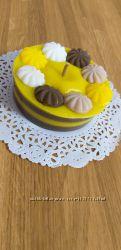 Свеча-тортик шоколадный с банановым кремом и меренгой