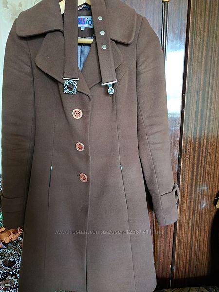 Женское демисезонное пальто 42р.