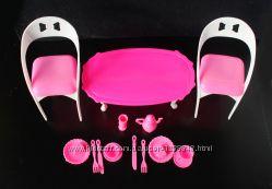 Мебель для куклы Барби стол и стулья