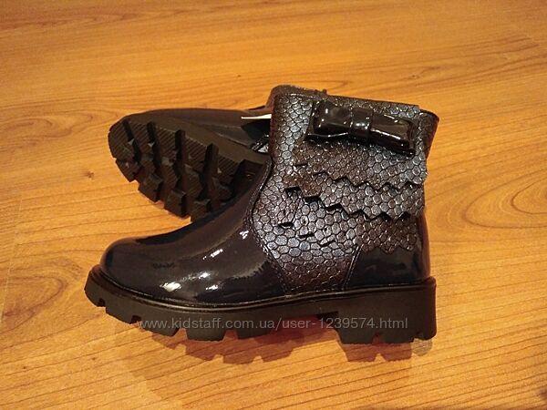 Демисезонные кожаные лакированные ботинки для девочек