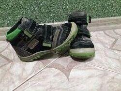 Фірмові демісезонні черевички