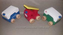 Набор фирменных деревянных машинок скорая помощь, пожарная, полиция.