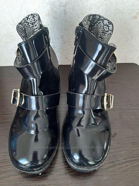 Лаковые ботинки с пряжками