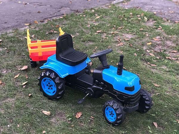 Педальный трактор DOLU 2005