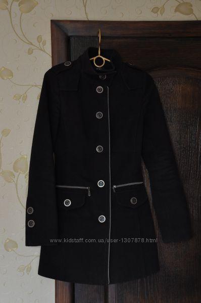 Демисезонное приталенное пальто Ozze на пуговицах