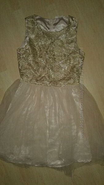 Нежное платье с пышной фатиновой юбкой на 13-16 лет.