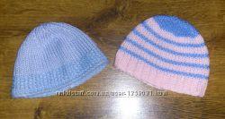 Красивые мягкие шапочки примерно на 3 - 6 месяцев цена за 2 шт.