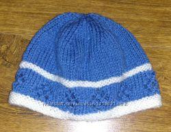 Красивая мягенькая шапочка примерно на 6 - 9 месяцев