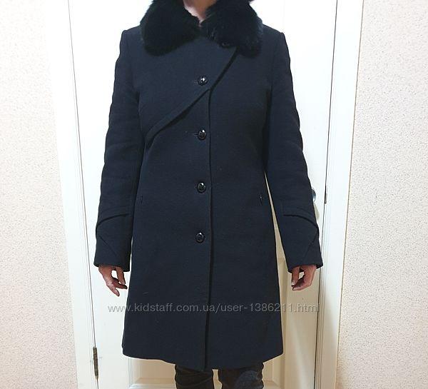 Утепленное пальто с меховым воротником 46 р