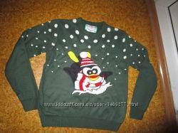 Мужской новогодний свитерок с пингвином и объёмным шарфом L-XL