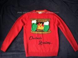Новогодний свитер Камин с носочками для подарков. L