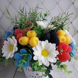 Букет мыла ручной работы цветочно-ягодный
