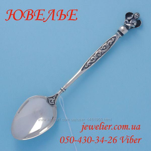 Ложка серебряная кофейная Амур на шаре