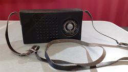 Радиоприемник прошлого столетия SELGA в кожаном футляре, ДВ, СВ
