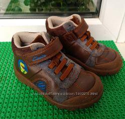 демисезонные ботинки Clarks р. 24 стелька 15 см  Кожа  состояние отличное