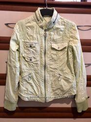Легкая куртка бомбер лимонного цвета 10рр