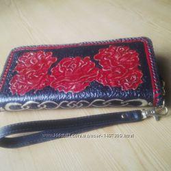 9462bf5b63da Женский кожаный кошелек-клатч Алые розы, 2500 грн. Женские кошельки ...