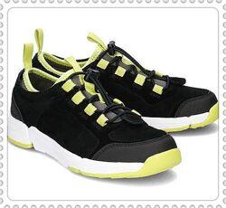 Clarks детские  замшевые туфли р.27,27.5,28,28.5,29,29.5.5,30,32,32.5,33,