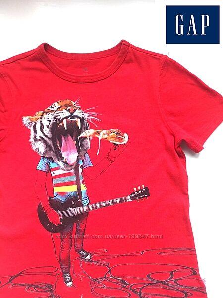 Крутая футболка GAP на 8-9 лет, сзади надпись светится в темноте