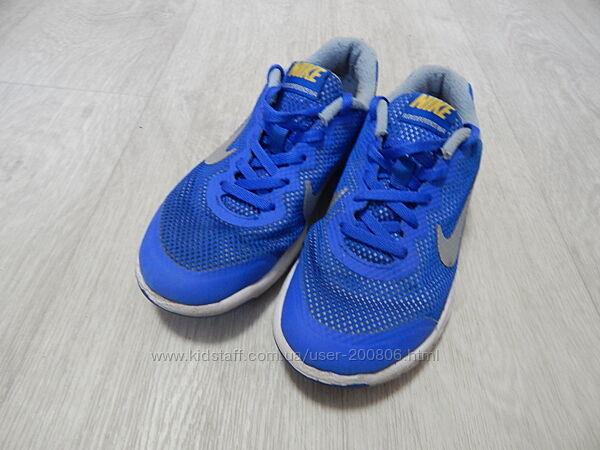 Продам легкие кроссовки Nike для мальчика.