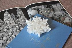 Свеча снежинка белая новогодняя в коробке 12,5см италия