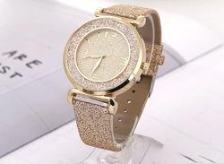 Роскошные женские часы золотистого цвета код 450