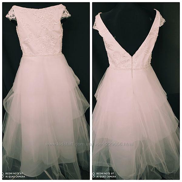 Нарядное нежно белое платье для девочки