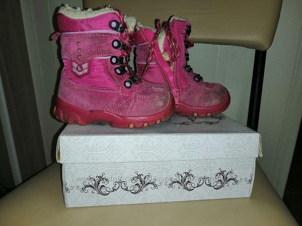 Зимние ботинки на девочку фирмы Buddy Dog, размер 23