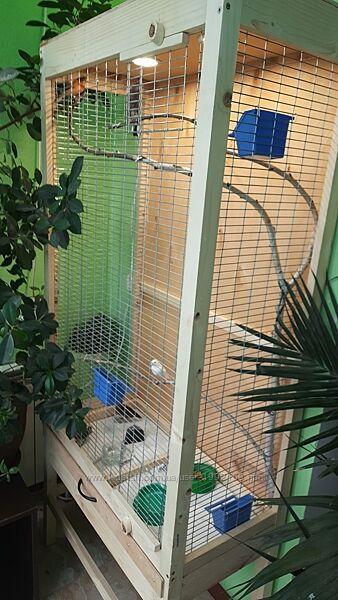 Клетка вольер для домашних птиц.