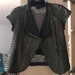 Куртка косуха кожаная кожа питон fendi