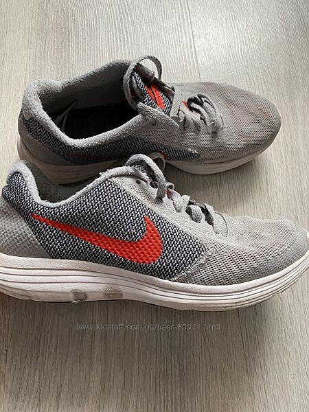 Распродажа гардероба Nike revolution 36 р
