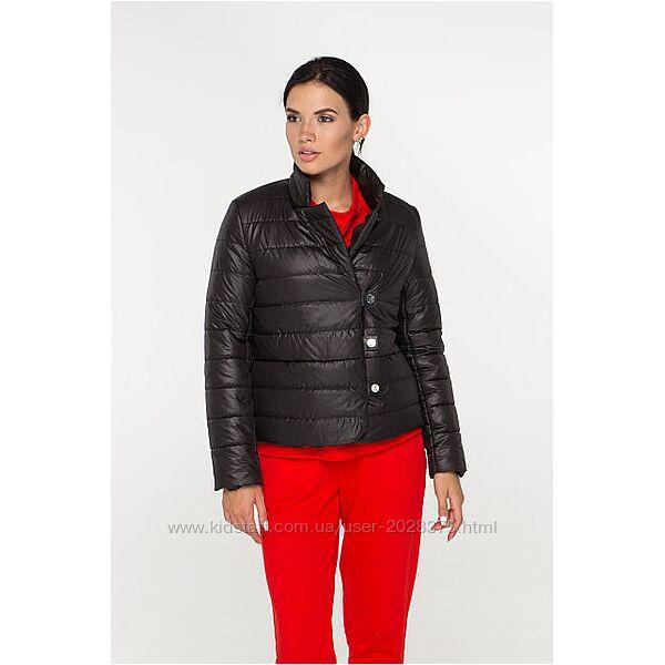 Легка демісезонна куртка, доступна в декількох кольорах.